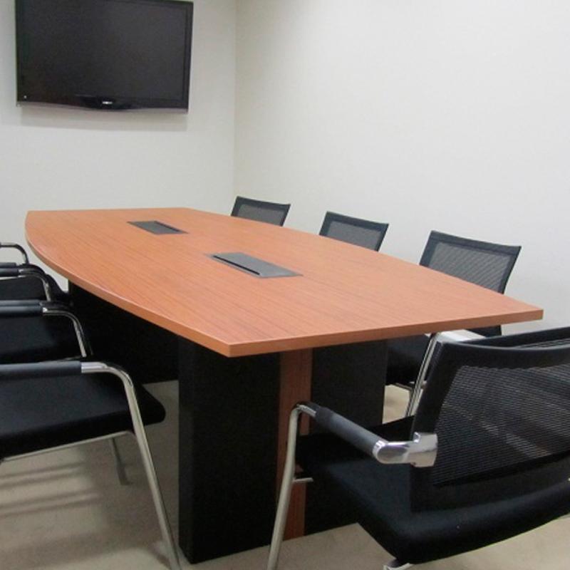 Mesa de melamine con pasacables studio3 for Pasacables mesa oficina